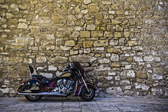 Indian III (Ignacio M. Jimnez) Tags: indian motorcycle motocicleta pared piedra stone wall ubeda jaen andalucia andalusia espaa spain ignaciomjimnez