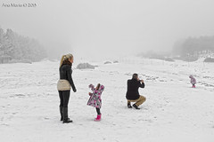 En busca de la nieve. Puerto de La Ragua (Gonzalo y Ana Mara) Tags: familia anamara nieve fro canonef1740mmf4lusm puertodelaragua canoneos7d gonzaloyanamara