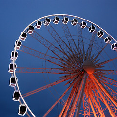 Big Wheel - Brighton (..Peter) Tags: blur square lights sussex nikon brighton dusk illuminated bluehour bigwheel eastsussex nikondx d80 35faves abigfave