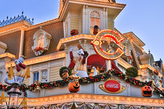 DLP Halloween 2012 - Halloween on Main Street USA (PeterPanFan) Tags: nov travel november autumn vacation france fall halloween canon restaurant mainstreet holidays europe fastfood disney mainst 2012 disneylandparis dlp mainstreetusa disneylandresortparis marnelavalle mainstusa counterservice parcdisneyland disneyparks caseyscorner quickservice quickservicerestaurant canoneos5dmarkiii disneylandparispark counterservicerestaurant seasonsholidaysandevents