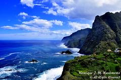 Madeira (Henrique J. Marques Nascimento) Tags: ocean blue sea sky mountain verde green clouds mar amazing nikon bluesky céu atlantic mount nuvens monte madeira atlanticocean oceanoatlântico montanha henrique oceano ilhadamadeira céuazul atlântico nikond90 nikon18105 henriquenascimento