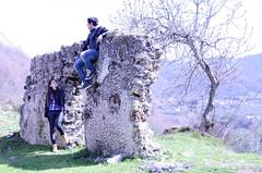 seduto nel muro (donatopirolo) Tags: tree love look wall intense ancient lawn romeo juliet albero calvanico