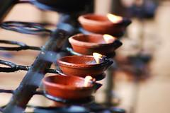 Cirges Sri Lankais (lasab8) Tags: temple zen srilanka flamme feu boudhisme cirge petiteshistoiressansparoles