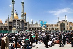 The praying muslins inHazrat-e Masumeh ,Qom (Franx') Tags: iran qom hazratemasumeh