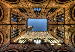 Il Cortile del Podest (R.o.b.e.r.t.o.) Tags: italy nikon italia si unesco tuscany siena roberto toscana palazzopubblico torredelmangia thecourtyard d700 sigma12mm hdr5raw