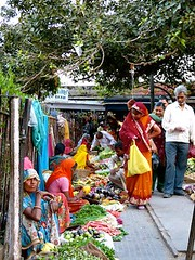 "mercado Bundi • <a style=""font-size:0.8em;"" href=""http://www.flickr.com/photos/92957341@N07/8677656594/"" target=""_blank"">View on Flickr</a>"