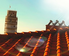 On the #roof with the #sight of #leaning #tower   sui #tetti di #pisa in #compagnia della #torre #pendente (Palmerux) Tags: roof tower torre tetti pisa sight leaning compagnia pendente