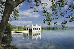 Lago de Baolas (pepas1) Tags: lago agua azul gerona rbol verde casa verano