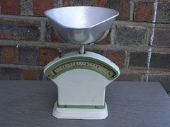 1930's 40's Set Of Small Vintage Kitchen Weighing Scales (beetle2001cybergreen) Tags: 1930s 40s set of small vintage kitchen weighing scales