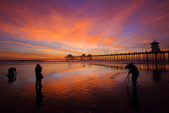 Photographers at Work (bmse) Tags: sunset huntington beach pier seascape clouds