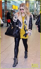 FFN_IMAGE_51017857|FFN_SET_60060489 (BlackEyedPeasPhotos) Tags: london sunglasses airport unitedkingdom blondehair fergie yellowshirt blackleatherjacket blackhandbag blackleatherpants