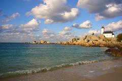 Brignogan-Plage (Atti !) Tags: lighthouse france clouds coast seaside brittany bretagne thesea nuage surge phare rocher lamer brignoganplage