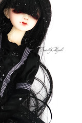 Lay Waiting (DeadlyMyobi) Tags: white snow black cold fall vampire acacia yume msd dollzone