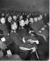 Mte i Colosseum kino. (Riksarkivet (National Archives of Norway)) Tags: worldwar2 quisling krigen vidkunquisling andreverdenskrig okkupasjonstiden