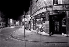 Bakewell - On King Street (Regular Rod) Tags: light blackandwhite 120 film monochrome night shadows derbyshire peakdistrict ilfordhp5 6x9 bakewell array fujigsw690iii ysplix pyrocatechol catechol obsidianaqua filmdev:recipe=8946