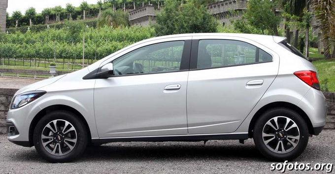 Chevrolet Onix Prata
