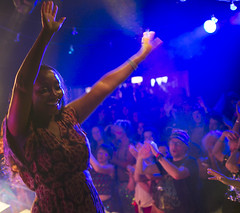 2016_CarolynWhite_sat02 (Larmer Tree) Tags: 2016 saturday thechase quantic handsintheair clap audience carolynwhite dance