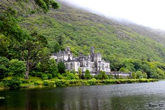 Abbaye de Kylemore, Connemara (mareenrcd) Tags: kylemore abbaye connemara lac lake mountains brume irlande