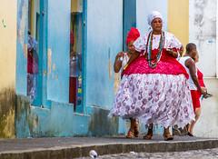 Oy (Mauriciovitch) Tags: ians iansa barbara santa brbara saint oya oy oia oi vermelho red rojo roso rot rouge pelourinho pel salvador bahia brasil brazil baiana tambor cores colors turbante turban negro black afro samba roda pelo fest festa