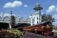Kuala Lumpur station (Bingley Hall) Tags: transport train transportation rail railway railroad trainspotting locomotive engine asia malaysia diesel kualalumpur passenger englishelectric class221 ktm