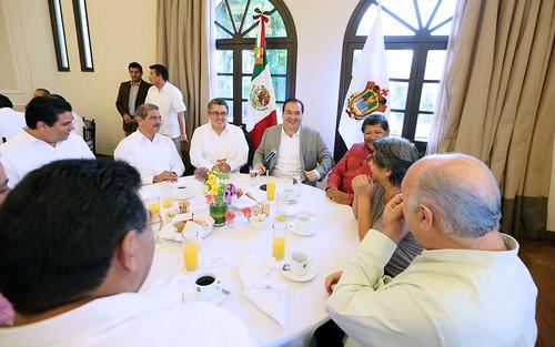 El gobernador, Javier Duarte de Ochoa, se reunió con líderes sindicales para conmemorar el Día del Trabajo