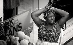 Cartagena Streetmarket Woman (Andr Schnherr) Tags: 40d visionhunter cartagena colombia fruitmarket woman street frucht frau market markt monochrome bw schwarzweis