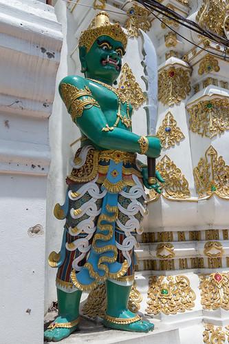 2016/07/25 11h28 statue, Sao Intakhin (Wat Chedi Luang) 2