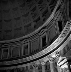 Pantheon (Imanol 6x6) Tags: trix 400 kodak 120 6x6 500x500 film bw blackandwhite mediumformat mf nophotoshop rolleiflex trl f28 street landscape architecture roma