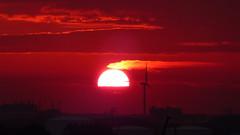 zonsopkomst over vlissingen (Omroep Zeeland) Tags: zonsopkomst windmolens