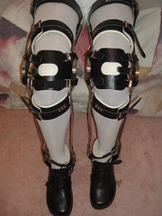 Full Rear Band Double Thigh Buckled KAFOs Unlocked (KAFOmaker) Tags: leather metal fetish legs braces leg bondage strap locks cuff buckle brace straps cuffs bail buckles bracing orthopedics orthopedic cuffed strapped buckling braced strapping fullrearbanddoublethighbuckledkafos