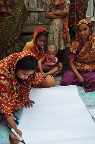Mapping exercise in Bagerhat district, Bangladesh. Photo by Sami A. Khan, 2012.