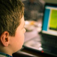 Playing games (Esther Crauwels) Tags: netherlands kids 35mm computer sony kinderen nederland games spelletjes 365days 365dagen