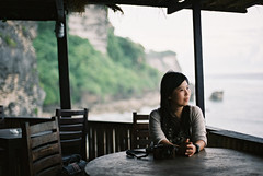 Blue Point   (ChrisLCW) Tags: travel portrait bali slr film indonesia wendy nikonfm2 bluepoint afnikkor50mmf14d fujifilmpro400h