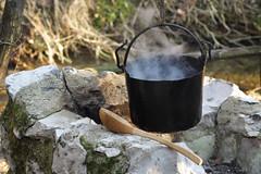 La pentola sul fuoco (Cur sore) Tags: fuoco cucchiaio pentola