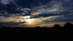 The sun goes down. (Eddie Crutchley) Tags: europe england cheshire nature sunset silhouette cloudysky beauty outside simplysuperb