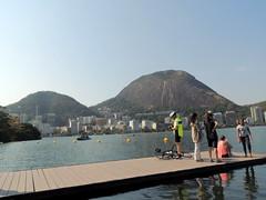 Lagoa Rodrigo de Freitas, Rio de Janeiro, Brasil. (Rubem Jr) Tags: lagoa riodejaneiro brasil brazil cityscape city lagoon lake cidade paisagem landscape morros hills moutain