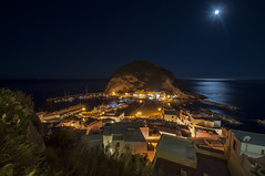 Sant'Angelo d'Ischia (Mattia Pianca) Tags: nikon d90 nikkor tamron tamron1024 1024 10 24 10mm grandangolo wideangle wide angle lens notte night mare sea luci luce light lights amazing summer estate 2016 santangelo angelo angel ischia napoli naples luna moon wave good vibe blue deep blu landscape paesaggio notturno city porto barche barca boat long exposur exposure lunga esposizione
