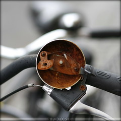 rusty bici bell (PIKTORIO) Tags: berlin germany street detail bicycle rust corrosion circle mechanics brown bell smalltings monochrome piktorio