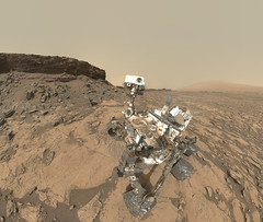 Curiosity selfie at Murray Buttes - sol 1463 (2di7 & titanio44) Tags: nasa mars curiosity jpl mahli selfie quela murraybuttes