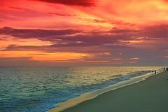Por do sol em Maric (Rodrigo Jordy) Tags: sunset red beach riodejaneiro canon landscape paisagem vermelho gradient cokin 500d degrad sigma18250 t1i