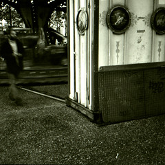 Apparition (Padraeg) Tags: street people human rue rennes flou olympusxa caffenol foma400 standdev