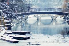 (rh89) Tags: city bridge blue winter cambridge england snow cold college river frozen hostel nikon university clare cam trinity freeze punting cambridgeshire punt garret punts cambridgeuniversity d300 universityofcambridge