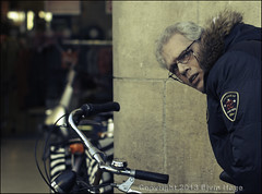 This man this bike..... (zilverbat.) Tags: portrait people holland dutch photography soft candid centre smooth thenetherlands citylife streetportrait streetlife denhaag angry timelife portret centrum thehague bijenkorf fietsen grotemarkt urbanlife nieuw verboden candidphotography streetcandid verbod grotemarktstraat portretfotografie bekeuring hofstad straatfotografie parkeerbeleid straatportret straatfotograaf zilverbat canonnederland bozeblik fietsbeleid sigmaprime50mm14
