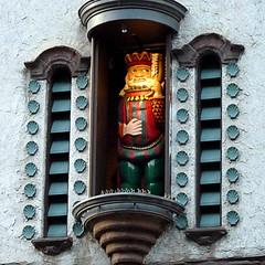 It looks like King Gambrinus is back on his Randolph St perch. (yooperann) Tags: old music chicago man history clock architecture restaurant moving king mechanical tea decorative figure restoration crown heidelberg argo chicagoist gambrinus eitels
