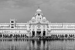 Entrance to the Golden Temple (The world through my viewfinder) Tags: india sikh amritsar sikhism goldentemple punjabi harmandirsahib gurugranthsahib akaltakht insidegoldentemple goldentempleentrance