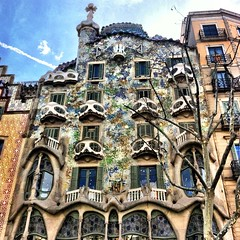 CASA BATTLO' (Mariangela Strozzi) Tags: holiday monument monumento espana gaudi casabattlo vacanza passeig barcellona spagna iphoneography instagramapp uploaded:by=flickrmobile flickriosapp:filter=nofilter