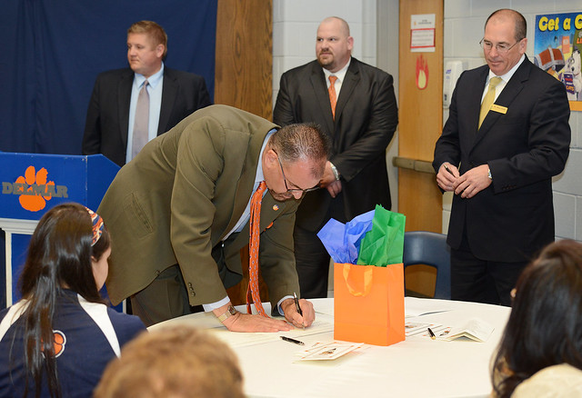 Delmar School District Superintendent Dr. David C. Ring and Wilmington University Vice President for External Affairs Dr. Peter Bailey sign the Delmar School District-Wilmington University Partnership Agreement for Early College Enrollment.