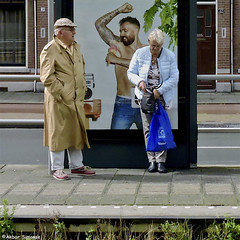 REFRESHING (Akbar Simonse) Tags: dscn3785 denhaag thehague agga haag lahaye sgravenhage holland netherlands nederland tramstop tramhalte people candid streetphotography straatfotografie color akbarsimonse vierkant square poster add affiche reclame icecream ijs tattoo tatoeages