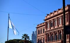 Buenos Aires (pepelara56) Tags: gobierno bandera maana ciudad arquitectura edificio