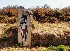 Carry that monkey. (Greyframe) Tags: greyframe streetart graffity grafity banksy art pamplona spain street